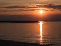 ?sterreich - Sonnenuntergang durch den See stockbild