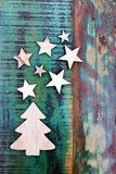Sterren en Kerstboom van hout worden gemaakt dat stock afbeeldingen