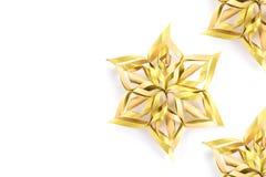 Sterren en Kerstmisdecoratie op witte achtergrond wordt geïsoleerd die han royalty-vrije stock afbeeldingen