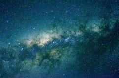 Sterren en van de de hemelnacht van de melkwegkosmische ruimte het heelalachtergrond Royalty-vrije Stock Foto's