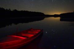 Sterrenbezinning in noordelijk meer, Minnesota Stock Fotografie
