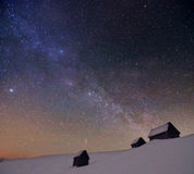 Sterrige bewolkte hemel met melkachtige manier Royalty-vrije Stock Foto's
