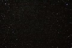 Sterrige de hemelachtergrond van de nacht Nachtmening van Natuurlijke Gloeiende Sterren Stock Foto