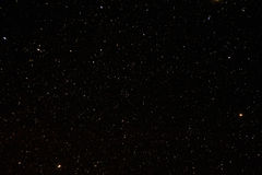 Sterrige de hemelachtergrond van de nacht Nachtmening van Natuurlijke Gloeiende Sterren Stock Fotografie
