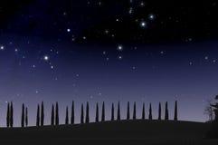 Sterrige hemel in het landschap van Toscanië Stock Afbeelding