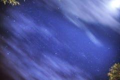 Sterrige hemel van een de zomernacht royalty-vrije stock afbeeldingen