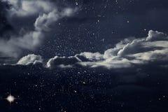 Sterrige nacht met wolken Royalty-vrije Stock Afbeelding