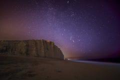 Sterrige nacht over het westenbaai, Dorset Royalty-vrije Stock Fotografie