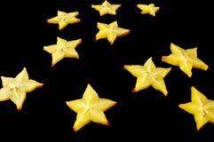 Sterrige Nacht. Starfruit op een zwarte achtergrond. Stock Afbeeldingen