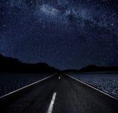Sterrige Nacht in Woestijn Stock Afbeelding
