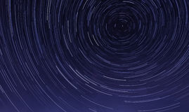Stersleep in de nachthemel bij middernacht Stock Afbeelding
