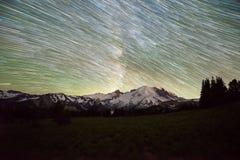 Sterslepen over Onderstel Regenachtiger in Washington State stock afbeelding