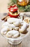 Sterta bożych narodzeń croissants na szkło torta stojaku zdjęcia stock