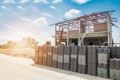Sterta dachowe płytki dla budować nowego dom Zdjęcie Royalty Free