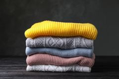 Sterta fałdowi trykotowi pulowery zdjęcia stock