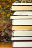 Sterta książki na stole fotografia royalty free