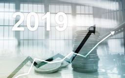 Sterta monety dla finanse i bankowość, inwestorski pojęcie Biznesowy wzrostowy rok 2019 zdjęcia stock