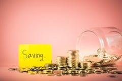 Sterta monety dla ratować pieniądze pojęcie Uzasadniać przyszłość zdjęcia stock