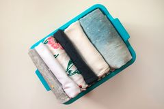Sterta odziewa starannie fałdowego w pudełku zdjęcie royalty free