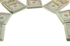 Sterta pliki 100 USA dolarów i złocistych monet banknoty zdjęcie stock