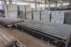 Sterta precast zbrojone betonowe płyty w budynek fabryki warsztacie Fotografia Stock