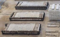 Sterta precast zbrojone betonowe płyty w budynek fabryki warsztacie Zdjęcie Royalty Free