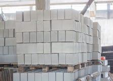 Sterta precast zbrojone betonowe płyty w budynek fabryki warsztacie Fotografia Royalty Free