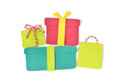 Sterta prezentów pudełek papier ciie na białym tle Fotografia Stock