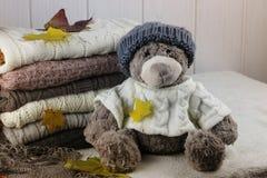 Sterta pulowerów jesieni trykotowy pojęcie Obrazy Stock