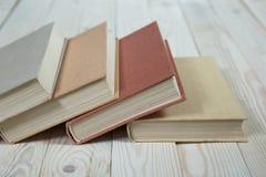 Sterta starych książek pastelowi kolory Fotografia Stock
