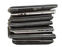 Sterta starzy laptopy oczekuje naprawę odizolowywającą na białym backgroun obrazy royalty free
