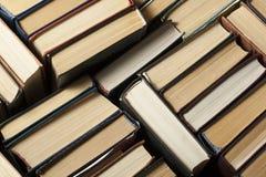 Sterta używać stare książki, odgórny widok Edukaci tło tylna szkoły obrazy stock