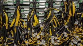 Sterta władza kable od źródło zasilania jednostki Bitcoin komputeru osobistego płyty głównej władzy zdjęcie stock