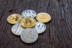 Sterta wiele błyszczące crypto monety obraz royalty free