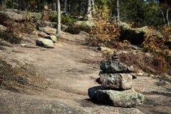 Sterta wycieczkuje ślad na górze kamienie zaznacza obrazy stock