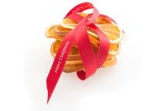 Sterta Wysuszeni pomarańcze plasterki Wiążący z Czerwonym faborkiem fotografia stock