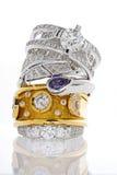 Sterta złociści pierścionki z diamentami i szafirem Fotografia Stock