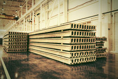 Sterta zbrojone betonowe płyty w budynek fabryce Zdjęcia Stock