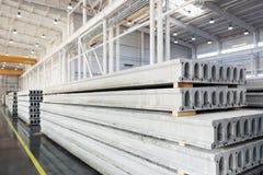 Sterta zbrojone betonowe płyty w fabrycznym warsztacie Zdjęcia Stock