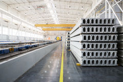 Sterta zbrojone betonowe płyty w fabrycznym warsztacie Zdjęcie Stock