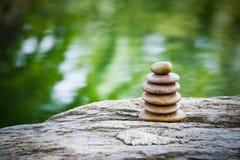 Sterta zen skały w ogródzie zdjęcie stock