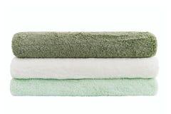 Sterta zieleni i biali ręczniki odizolowywający nad bielem Zdjęcia Stock