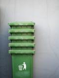 Sterta zieleni kosz na śmieci Fotografia Royalty Free