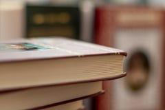Sterta zróżnicowane książki wiele książka stosy zdjęcie royalty free