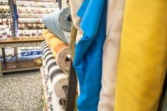 Sterty kolorowe tkaniny Zdjęcia Stock