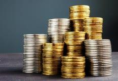Sterty monety Bogactwo, finanse, savings lub inwestycja, zdjęcia stock
