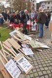 Sterty plakaty wypiętrzali up przy Exeter katedrą Obrazy Royalty Free