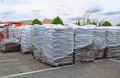 Sterty torby Mulchs ogródu ziemie obraz stock