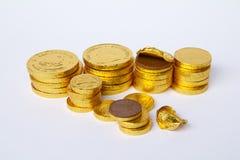 Sterty Złociste Czekoladowe monety Zdjęcia Stock