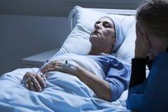 Stervend bejaarde met tumor royalty-vrije stock afbeelding